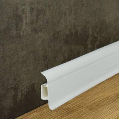 """Sockelleisten (Fußleisten, Laminatleisten) """"Arco"""" aus PVC / Kunststoff mit Kabelkanal in weiß"""